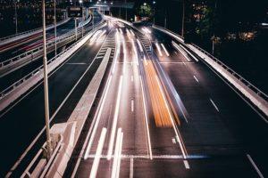 ネットが空いている状態を実際の道路が空いている状態で表現している