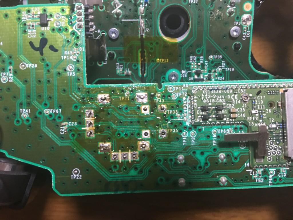 コントローラーの右スティック基板の半田を取り除いた状態