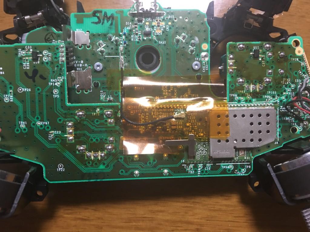 新しく交換したコントローラーの左右のスティック基板を半田付けした状態