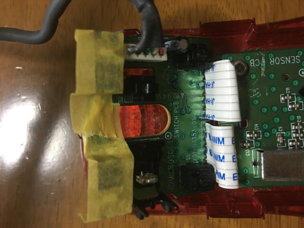 スイッチ基板をマスキングテープで固定しておいている状態