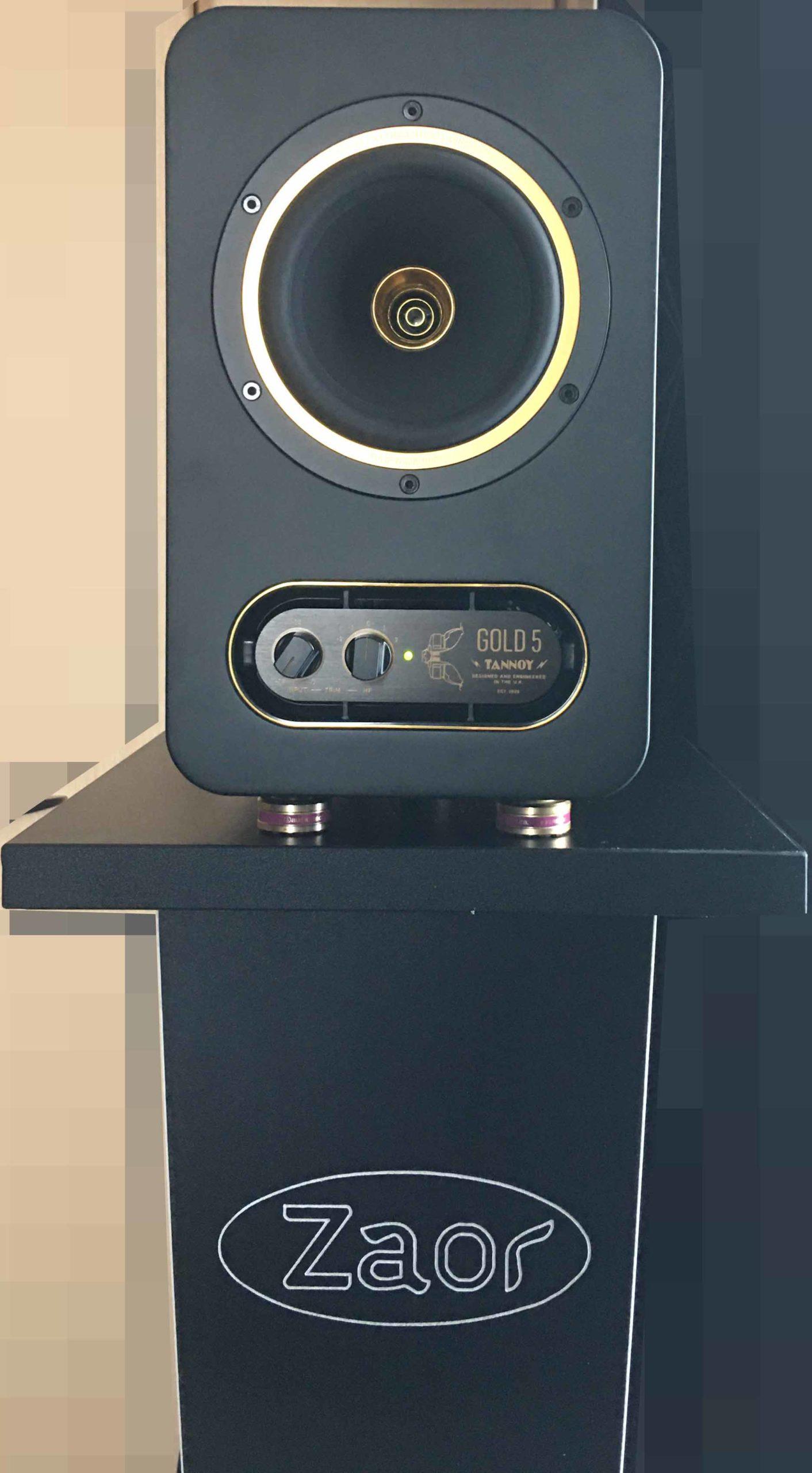 TANNOY GOLD 5をZaorのスピーカースタンドである「MIZA V-Stand V42」に置いて音楽などを聴いている