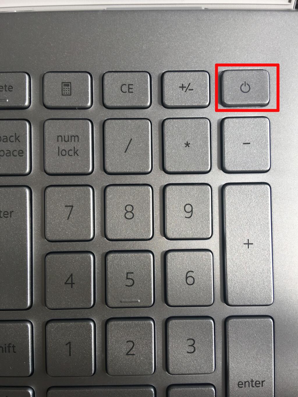 ノートPCと繋がっているバッテリーのコネクターを取り外しましたら、ノートPCの電源ボタンを5秒間ほど長押ししノートPCに溜まっている待機電量を放出させます。