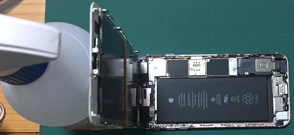 ⑥液晶画面を輪ゴムとペットボトルで固定して90度以上にならないように支える