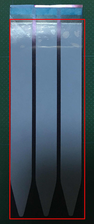 新しいバッテリーの裏面に新しいバッテリーに付属してある両面テープを下の青いフィルムだけを剥がし